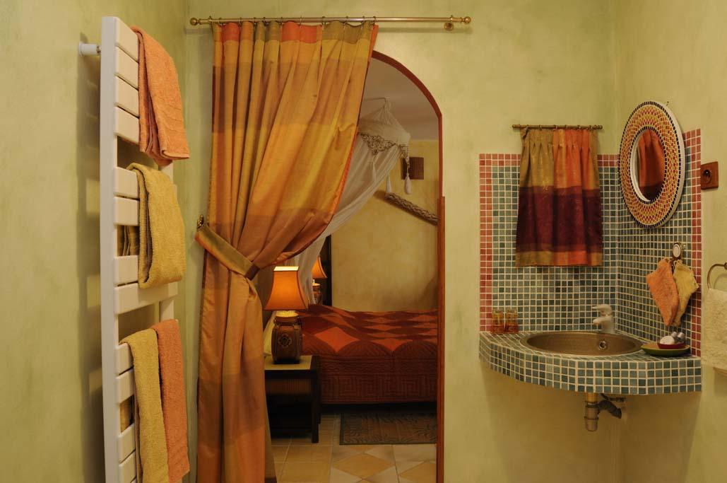 La chambre exotique de la Milaudière, une invitation au voyage.